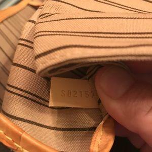 Louis Vuitton Bags - Louis Vuitton MM Neverfull